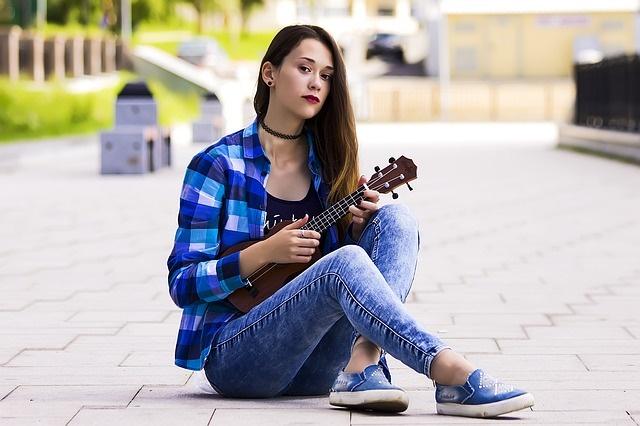 girl-2988629_640